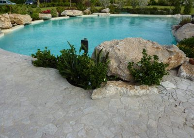 Elementi naturali piscina scenografica