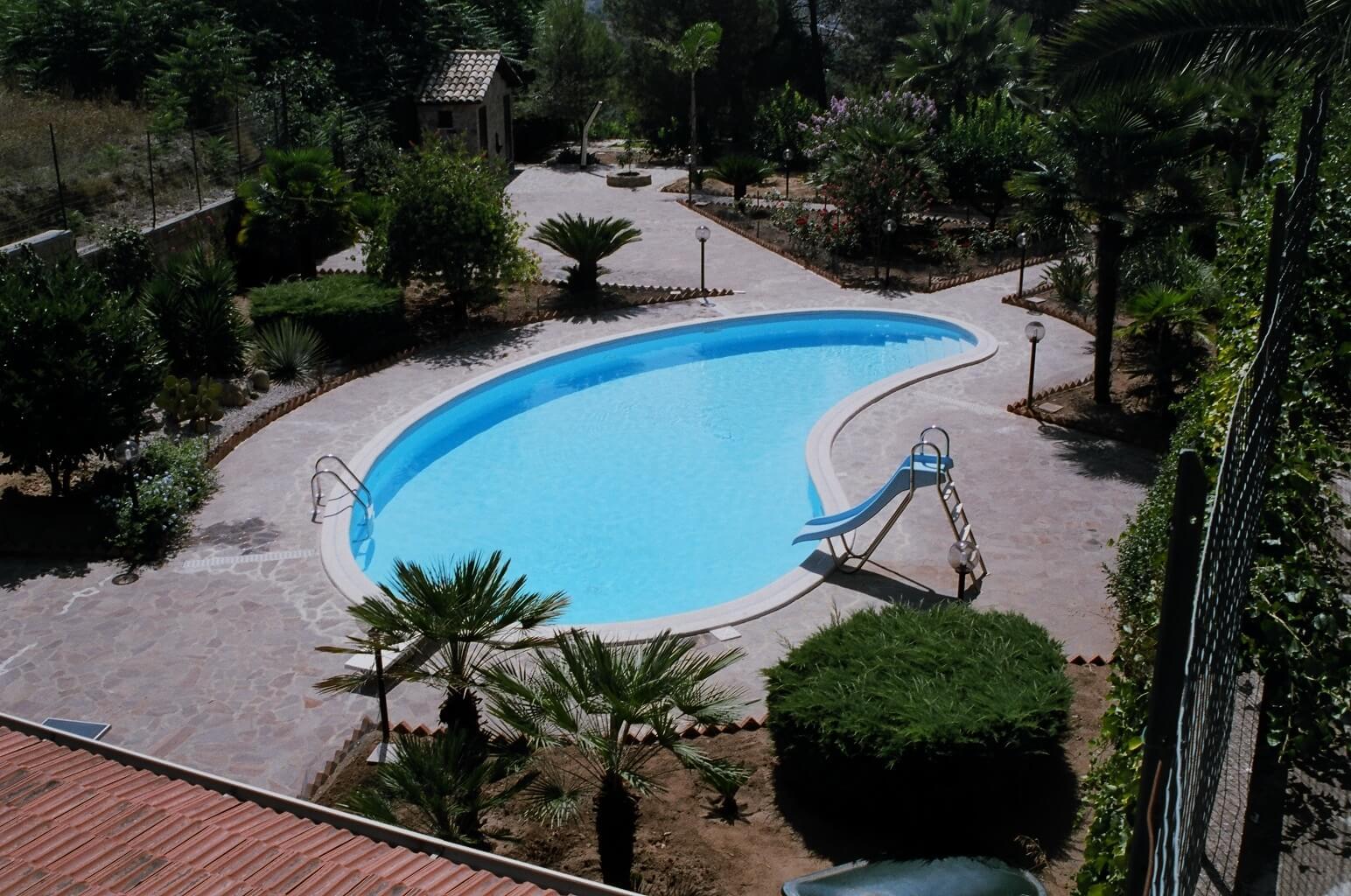 Sogni una piscina privata con noi il sogno diventa realt - Piscina a fagiolo ...