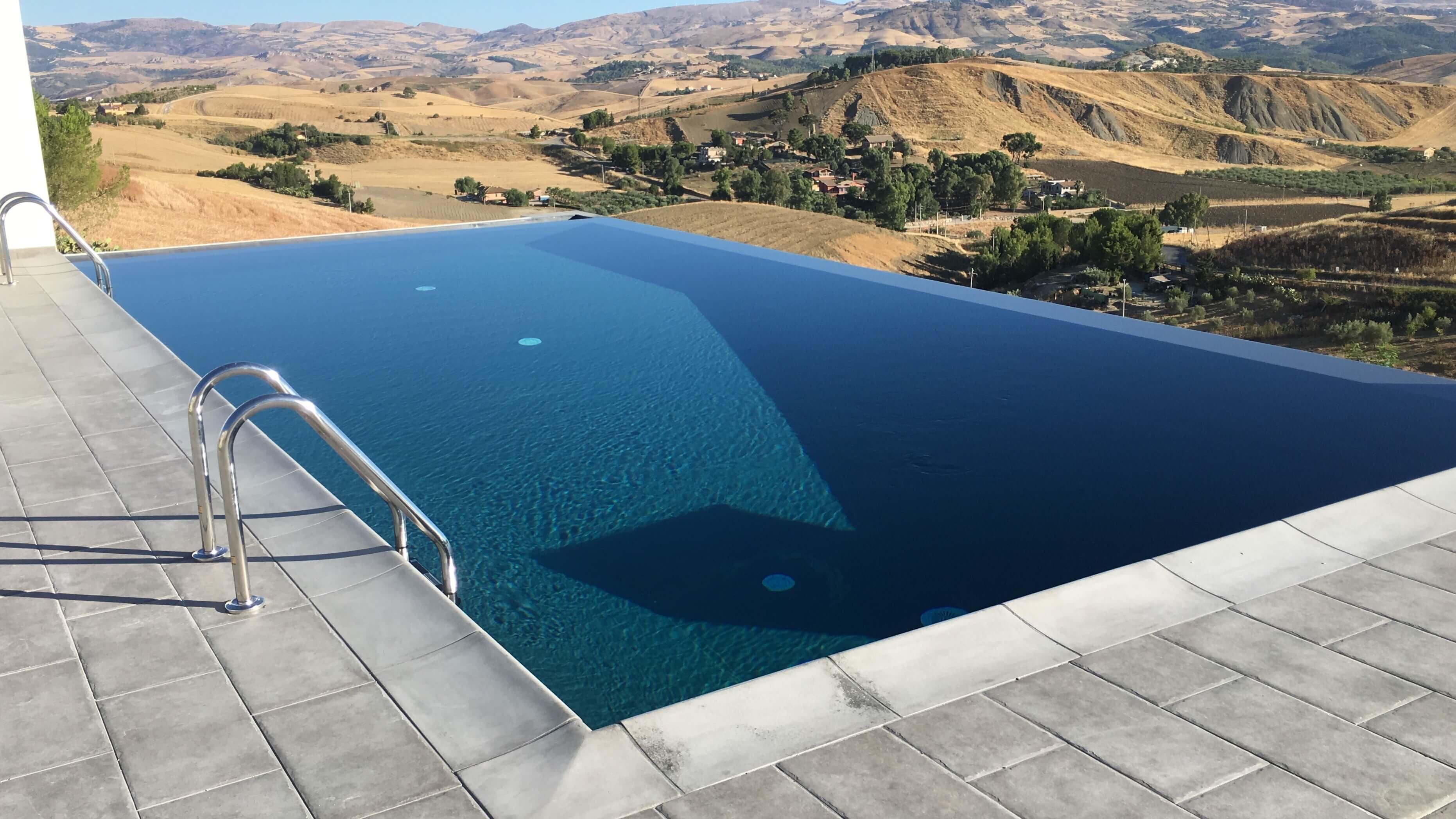 Sogni una piscina privata con noi il sogno diventa realt - Strisce led per bordo piscina ...