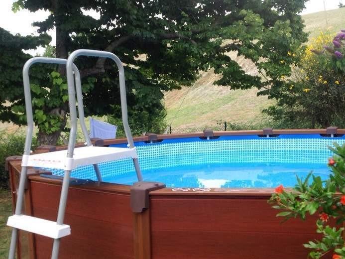 Piscina fuori terra autoportante la praticit di una for Faretti per piscine fuori terra