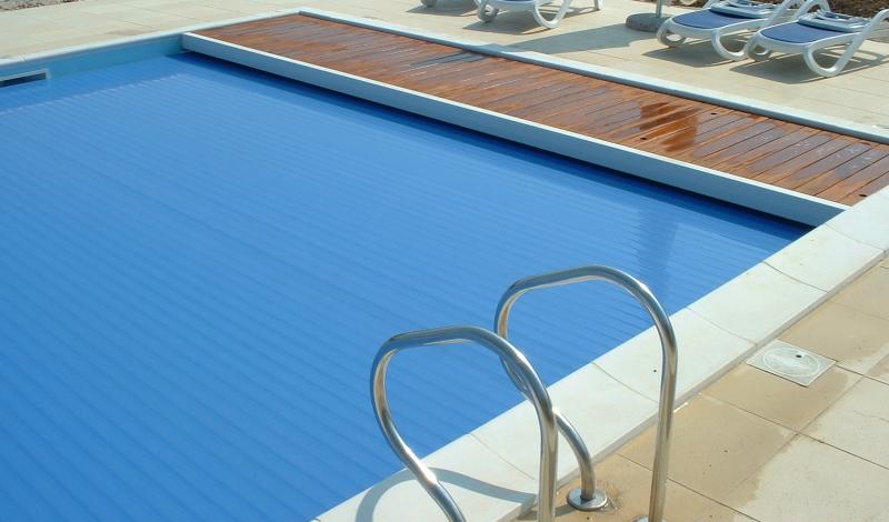 Come pulire la piscina fasi di pulizia e attrezzature - Cerco piscina fuori terra ...