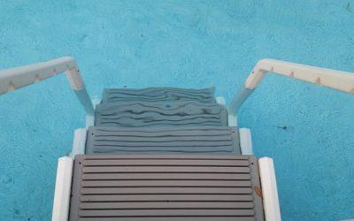 Scaletta per piscina: come scegliere un accessorio pratico ed elegante?